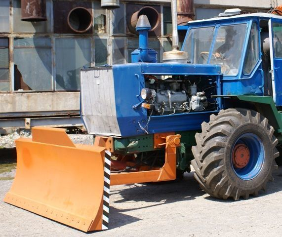 HTZ Buldozernoe oborudovanie (otval, lopata) na traktorah HTZ 150K greyder bıçağı