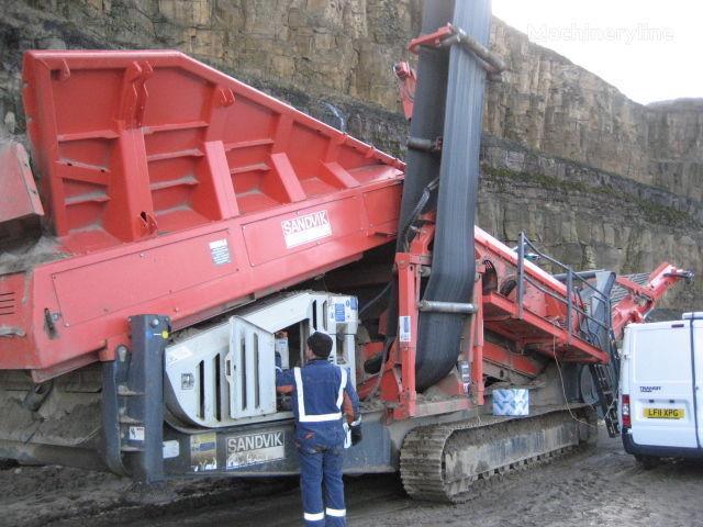 SANDVIK QE440 taş kırma makinesi
