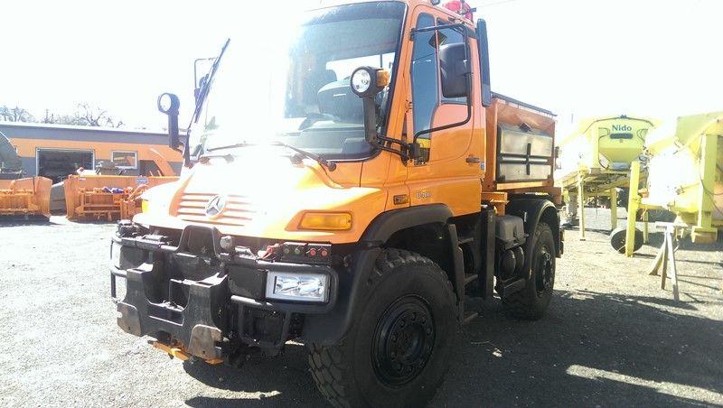 MERCEDES-BENZ UNIMOG U400 tuzlama kamyonu