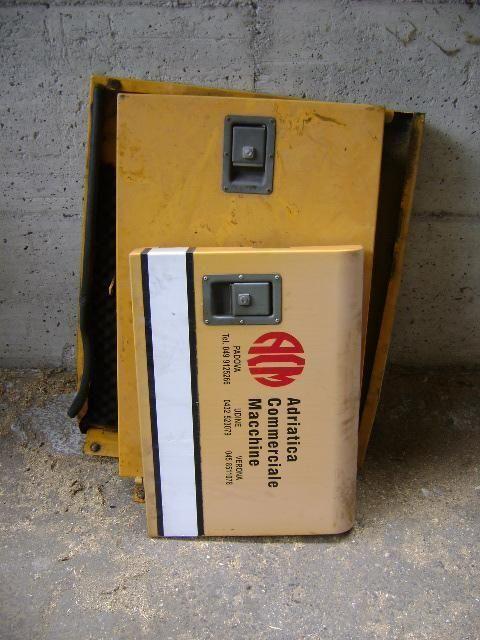LIEBHERR 902 ekskavatör için Cofani yedek parça