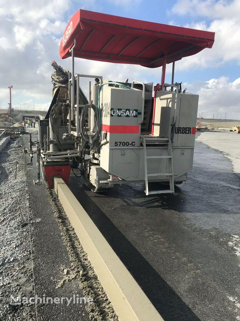 Power Curber 5700 C beton finişer