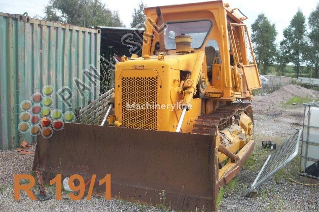 CATERPILLAR D 4 buldozer