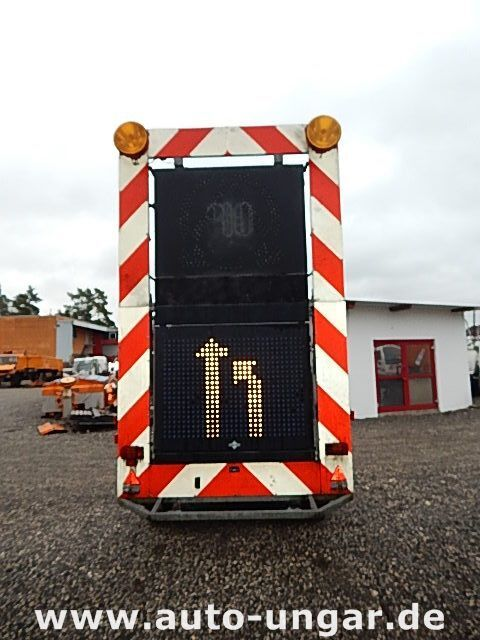 SCHMITZ Schiffner &amp Verkehrsleittafel LED römork kasa dorse