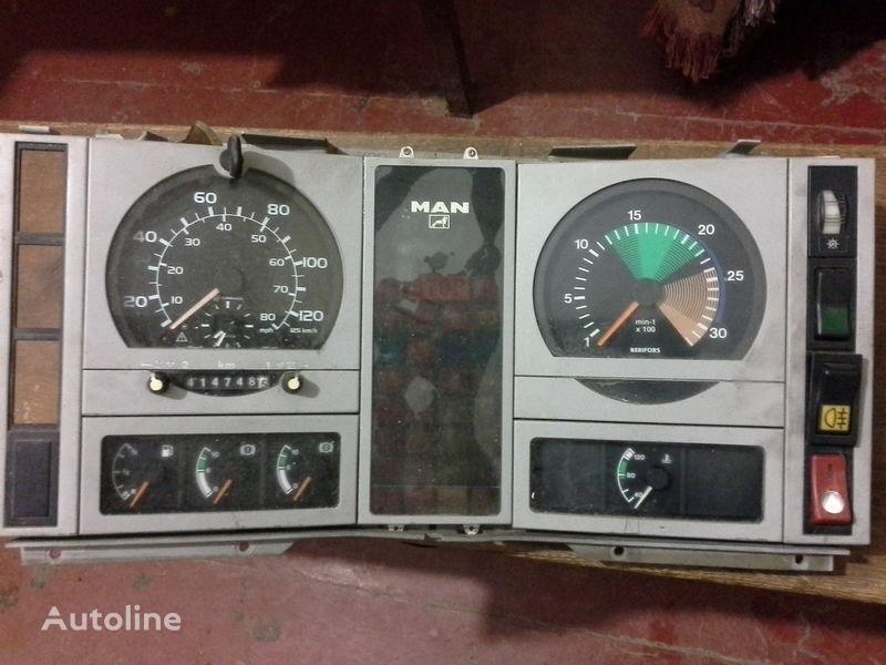 MAN  L2000  kamyon için cihaz paneli