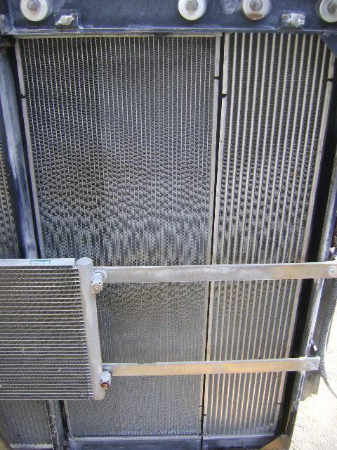 NEW HOLLAND E 385 B ekskavatör için radyatör