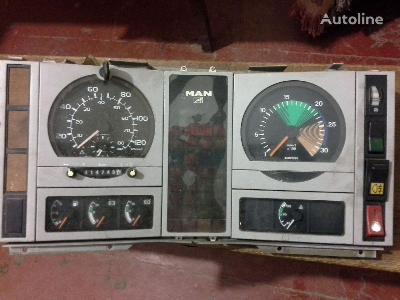 MAN  L2000 Po zapchastyam kamyon için Spidometr  Tahometr originalni zapchasti kabini takograf